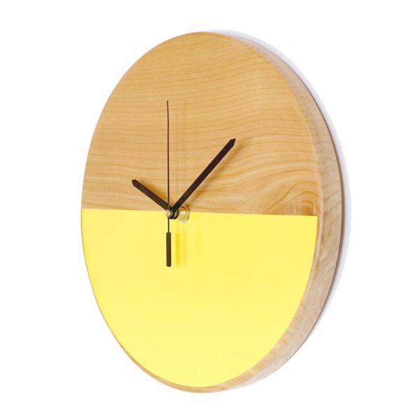 Reloj-de-pared-patagonia-madera-amarllo-agujas-negras