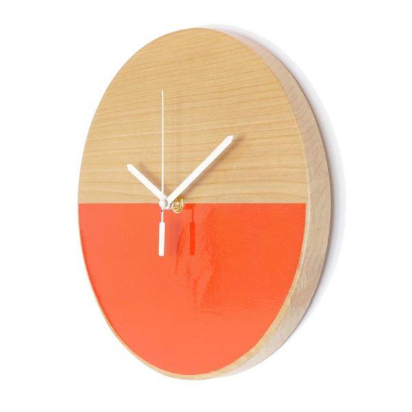 Reloj-de-pared-patagonia-madera-rojo-agujas-blancas